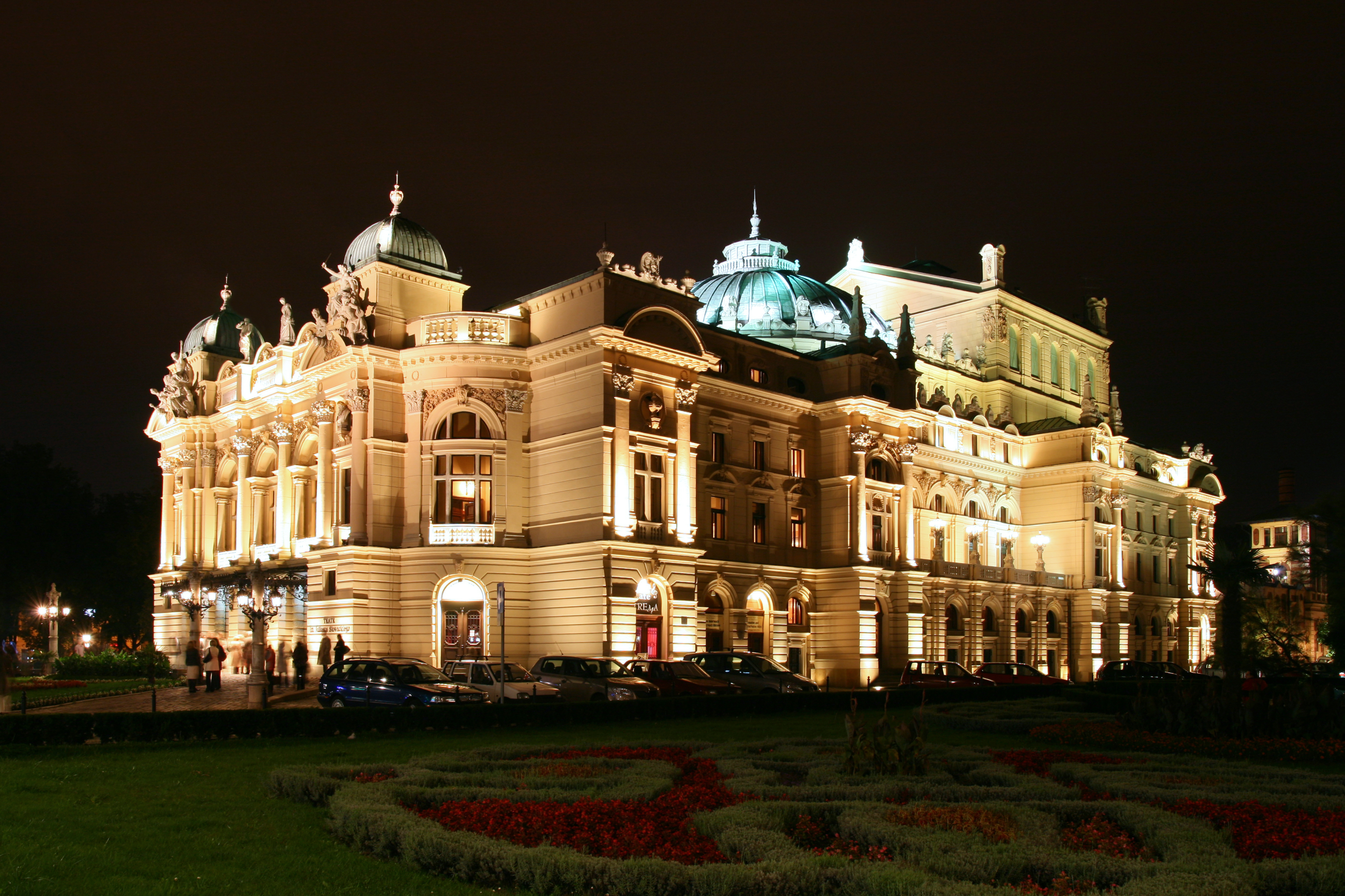 krakow_-_juliusz_slowacki_theatre_by_night_01