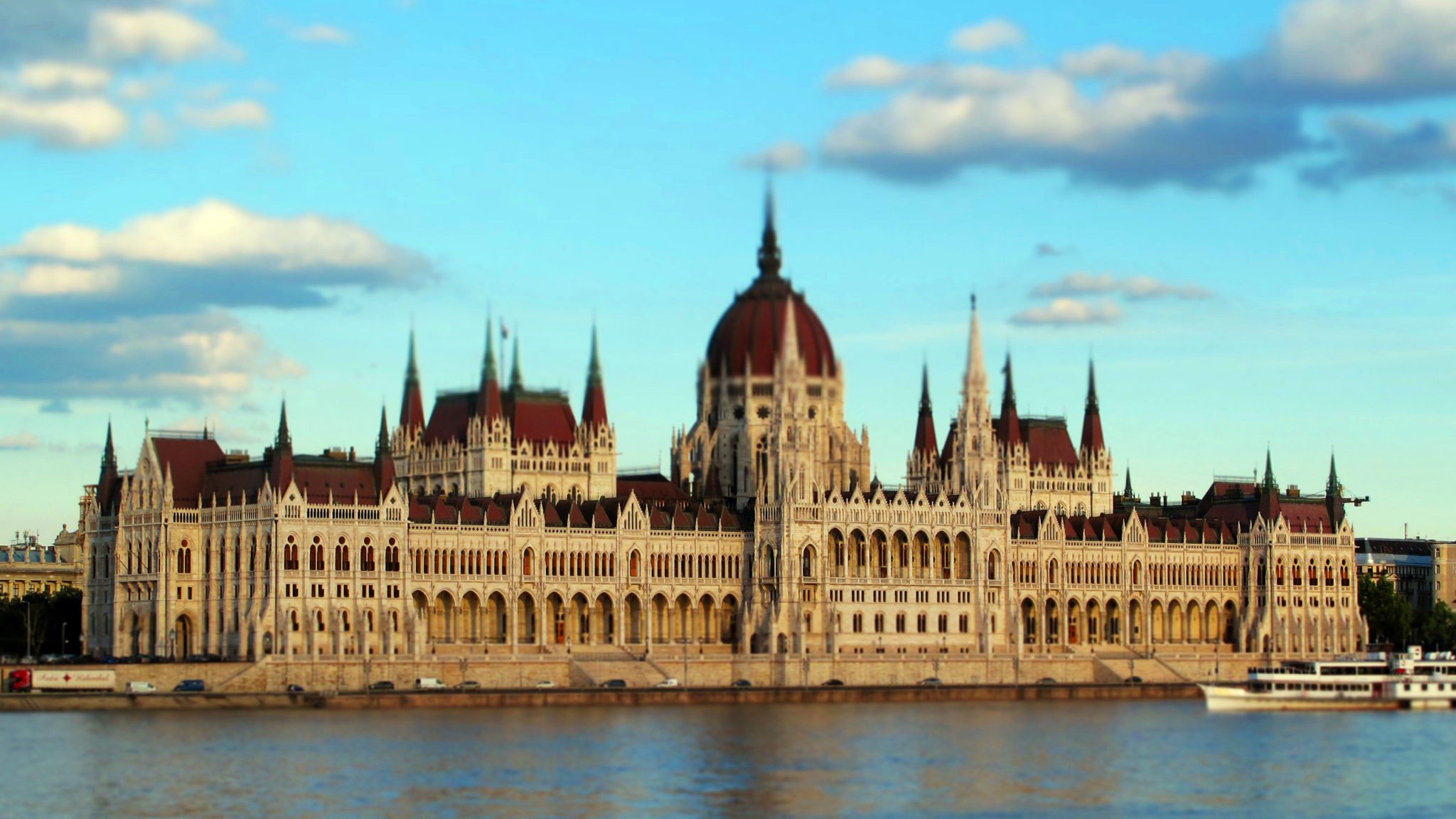 the-hungarian-parliament-building-wallpaper-1